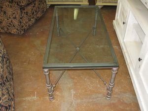 pier one coffee table for Sale in Fort Lauderdale, FL