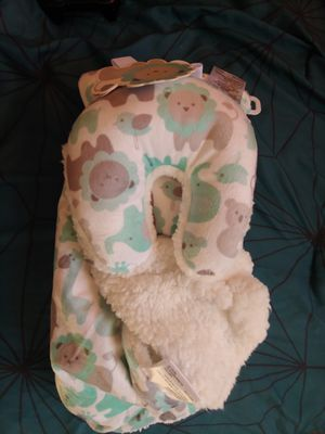 Baby blanket and neck pillow for Sale in Lakewood, CA
