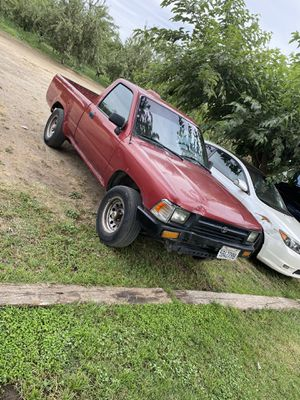 95 Toyota pickup runs great for Sale in Atwater, CA