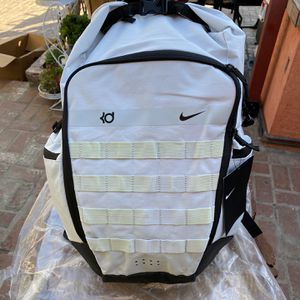 NIKE | KD TRAY | MEN BACKPACK | 2.0 BAG | PURE PLATINUM for Sale in Gardena, CA
