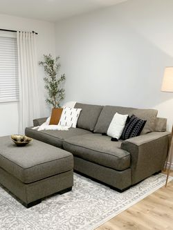 Gorgeous Luxury Extremely Comfortable Couch And Ottoman for Sale in Auburn,  WA