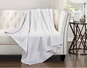 """New white velvet throw blanket 50""""x60 bedding for Sale in Henderson, NV"""