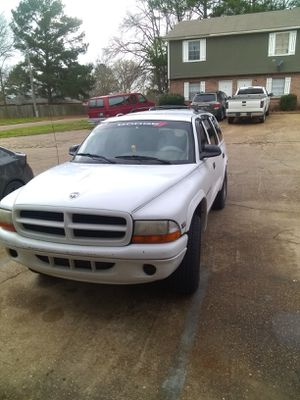 98 Dodge Durango 4×4 180000 miles 4×4 needs service makes a great work truck, leather seats strong engine & transmission 2200 obo for Sale in Clinton, MS