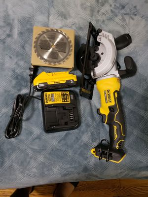 Circular saw dewalt with battery 3amp and charge for Sale in The Bronx, NY