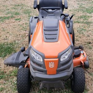 """Husqvarna 48"""" Riding Lawn Mower-12.8 Hours-Like New for Sale in Smyrna, TN"""