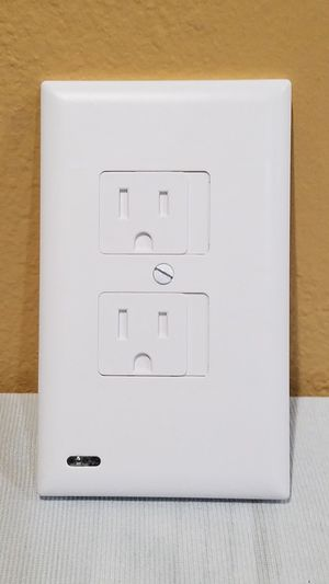 @CHV SNAP POWER GUIDELIGHT 2 HALLWAY OUTLET PLUG RECEPTICLE DECOR WHITE STYLE WITH SPRING LOADED SAFETY AUTOMATIC COVER #53 for Sale in Santa Clarita, CA