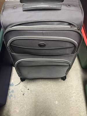 GreySilver Suitcase Get away for Sale in Elmhurst, IL