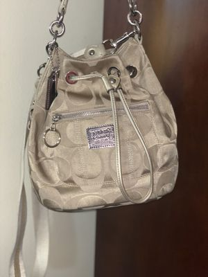 Coach Poppy Gold Bucket Bag. Crossbody. for Sale in Florissant, MO