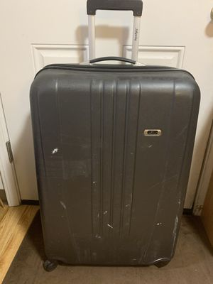Hardcase skyway suitcase for Sale in Salem, OR