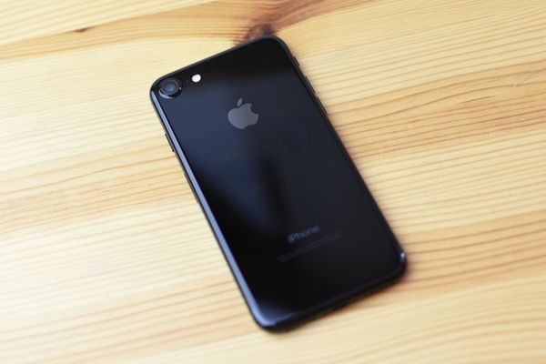 iPhone 7 jet black 128 Gigs