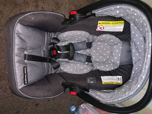 Graco SnugRide Car Seat With Base for Sale in Moreno Valley, CA