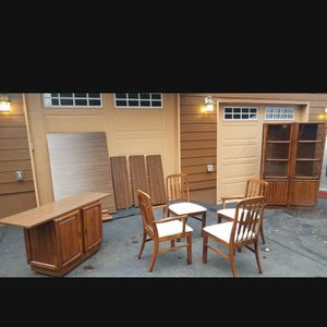 Beautiful Mid-century Modern Large Display Case And Small Cabinet In A Mint Condition for Sale in Everett, WA