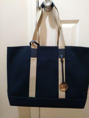 **NEW **Michael Kors Bryce Large Grab Bag w/ Wristlet for Sale in Detroit, MI