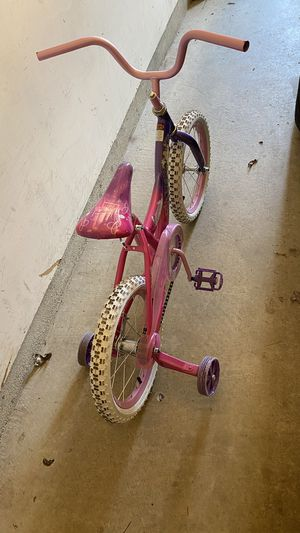 Girls bike with training wheels for Sale in Silver Spring, MD