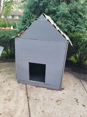 Xl Highly insulated dog house great for cold winter for Sale in Mount Prospect, IL