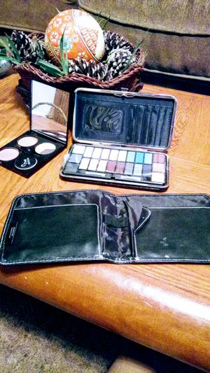 MEMAKEOVER MAKEUP and CLUTCH PURSE for Sale in Pineville, LA