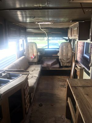 Spacious RV 32 Ft long alternative for mobile home for Sale in Cleveland, OH