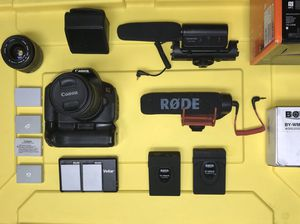 CANON T5I, 2 LENSES(18-55mm/35-80mm), 2 SHOTGUN MICS, 1 WIRELESS MIC, 3 CHARGERS, & 8 BATTERIES. for Sale in Orange Cove, CA