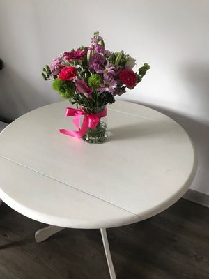 Small round table painted white for Sale in Nashville, TN