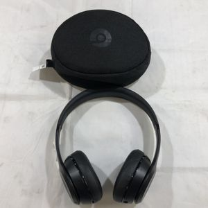 Beats by Dr. Dre (Apple) A1796 Solo 3 Wireless On-Ear Headphones With Carry Bag And USB Charger 88812-2 for Sale in Tampa, FL