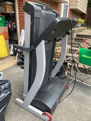 Golds Gym Treadmill for Sale in Glenshaw, PA