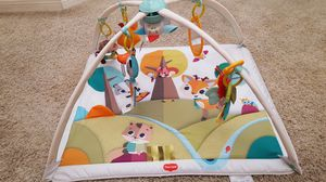 ACTIVITY MAT W/ 4 HANGING TOYS AND A MIRROR for Sale in Escondido, CA
