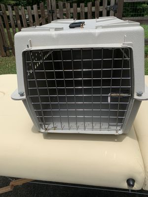 Cat carrier-plastic and metal for Sale in Barboursville, VA
