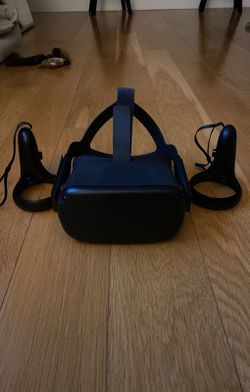 Oculus quest 64GB with original box for Sale in Everett,  MA
