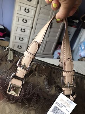 🧙🏻♀️🧙🏻♀️$195 NEW LIMITED EDITION MICHAEL KORS GREYSON for Sale in Rialto, CA