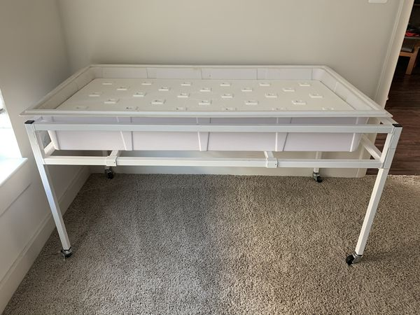 2'x4' grow table, tub, light rack, LED lights, air pump