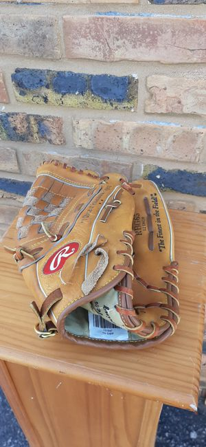 Size 12 Baseball glove for Sale in Bloomingdale, IL