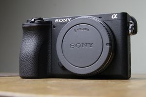 Sony a6500 Camera Body with 4 extra batteries for Sale in Chicago, IL