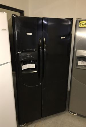 Frigidaire Refrigerator for Sale in Dallas, TX
