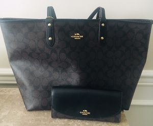 Reduced!!! COACH Reversible tote and wallet for Sale in Murfreesboro, TN