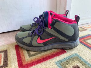 Nike hiking shoes sz 9 for Sale in Los Angeles, CA