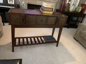 McKennan sofa table for Sale in Oregon City, OR