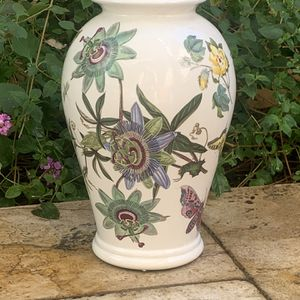 "Portmeirion Botanic Garden Passion Flower & Butterflies 10"" Vase for Sale in Rolling Hills Estates, CA"
