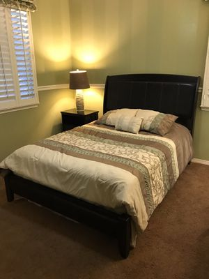 Living Spaces queen size complete bedroom set for Sale in Corona, CA