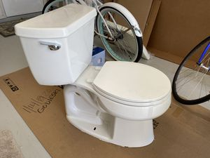 Kohler toilet in perfect condition, no nicks or scratches and very clean. We are remodeling and changing out plumbing fixtures. for Sale in Sebring, FL