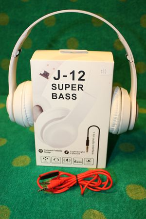 !!Skullcandy Samsung JVC Apple iPhone Aux earbuds headphones ear bud many different types of Earbuds available Bz1 for Sale in Moreno Valley, CA