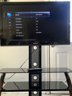 "40"" Samsung Flat Screen With Wall Mount And Stand for Sale in Henderson,  NV"