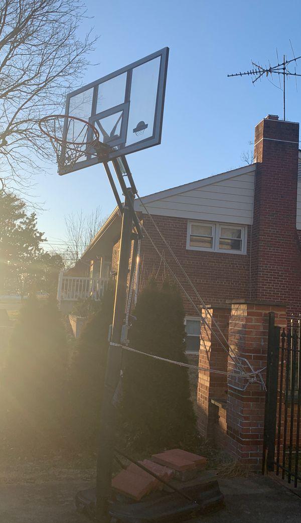 LIFETIME SHATTER PROOF BASKETBALL HOOP