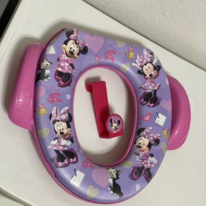 Minnie Mouse Potty Training Seat With The Hook for Sale in Woodbridge, VA