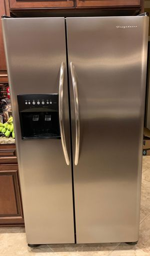 Refrigerator, Frigidaire 25.6 cubic feet for Sale in Columbia, MO