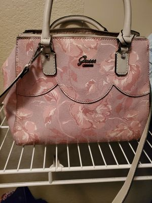 Guess crossbody handbag. Red Kate Spade tote bag for Sale in Fort Worth, TX
