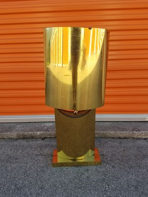 Vintage brass 3 ft tall lamp for Sale in Aventura, FL
