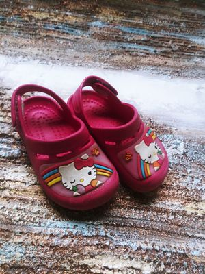 Hello kitty crocs size 7 for Sale in Maple Valley, WA