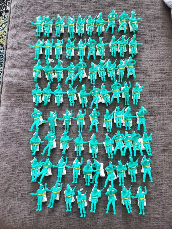 78 Parachute Toy Soldiers