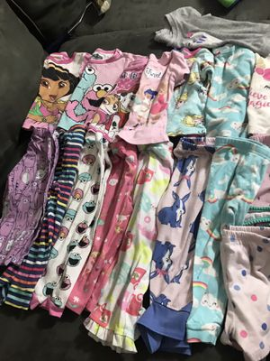 Girl baby clothes pjs deferent size 24-2t for Sale in Lebanon, TN