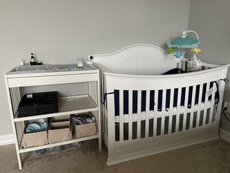 Crib And Changing Table for Sale in Lutz,  FL